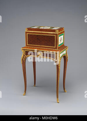 Jewel coffer on stand (petit coffre à bijoux) MET DP-14422-003 - Stock Photo