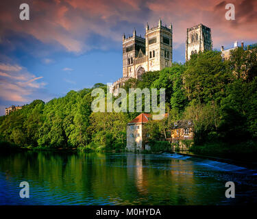 GB - DURHAM: The Cathedral above River Wear - Stock Photo