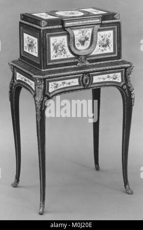 Jewel coffer on stand (petit coffre à bijoux) MET 166511 - Stock Photo