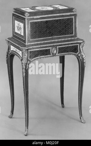 Jewel coffer on stand (petit coffre à bijoux) MET 166512 - Stock Photo