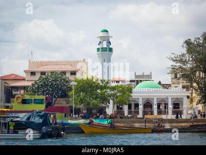 The new mosque, Masjid Rawdha, overlooking the seafront, Lamu island, Kenya - Stock Photo