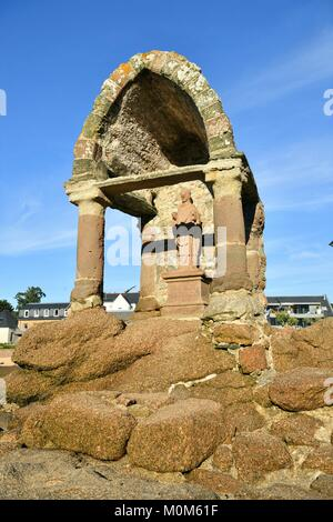 France,Cotes d'Armor,Perros Guirec,Ploumanac'h,Pink Granite coast (cote de Granit Rose),the oratory of Saint Guirec - Stock Photo