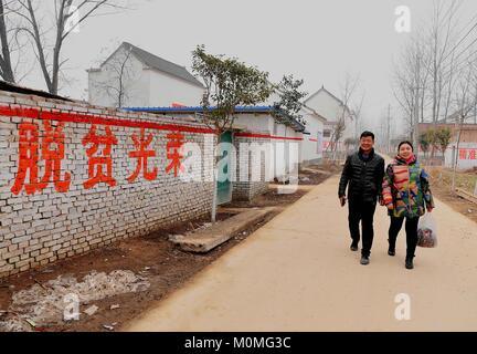 (180123) -- ZHENGZHOU, Jan. 23, 2018 (Xinhua) -- First secretary Han Yunan of Qianhe Village and his wife walk on - Stock Photo