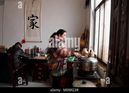 (180123) -- ZHENGZHOU, Jan. 23, 2018 (Xinhua) -- First secretary Han Yunan (L) of Qianhe Village writes diary on - Stock Photo