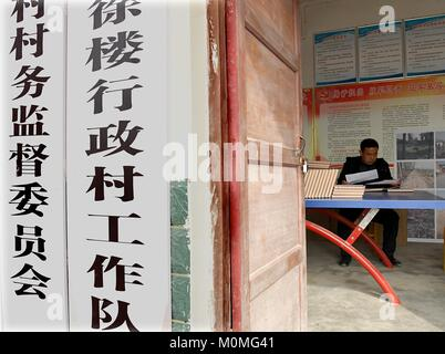 (180123) -- ZHENGZHOU, Jan. 23, 2018 (Xinhua) -- First secretary Liu Junyi of Xulou Village reads files of poor - Stock Photo