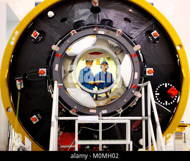 (180123) -- BEIJING, Jan. 23, 2018 (Xinhua) -- Taikonauts Jing Haipeng (R) and Chen Dong have a training in the - Stock Photo