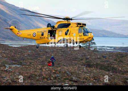 RAF Rescue Westland Sea King helicopter training at the Sligachan Mountain Rescue base, Isle of Skye, Scotland. - Stock Photo