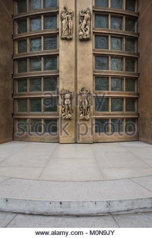 Paris, Palais de Tokyo, Art-Deco-Skulpturen am Portal (13 Avenue du PrÈsident Wilson, 75016 Paris) - Stock Photo