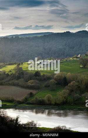 FARM HOUSE AT LANCAUT ON THE RIVER WYE. THE RIVER IS PART OF THE BORDER BETWEEN ENGLAND AND WALES - Stock Photo
