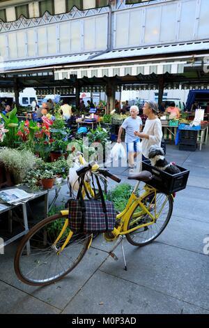 Italy,Piedmont,Turin Province,Turin,piazza della Republica,mercato di Porta Palazzo - Stock Photo