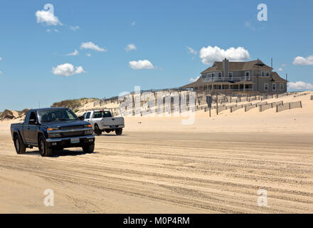 NC01410-00...NORTH CAROLINA - Sand fences attempt to stablize a sand dune along the Atlantic Coast at the edge of - Stock Photo