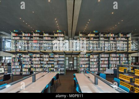 France,Paris,Institut du Monde Arabe (IMA),designed by the architects Jean Nouvel and Architecture-Studio,the library - Stock Photo