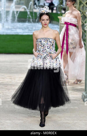 Chanel Paris Haute Couture Spring Summer Pink tweed Chanel ...