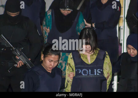 Shah Alam, Kuala Lumpur, Malaysia. 24th Jan, 2018. Vietnamese suspect, Doan Thi Huong is seen escorted by the police as she leaving the Shah Alam Court House.On 13th February 2017 Kim Jong Nam had been killed at Kuala Lumpur International Airport by smeared the nerve agent VX. Credit: Faris Hadziq/SOPA/ZUMA Wire/Alamy Live News Stock Photo