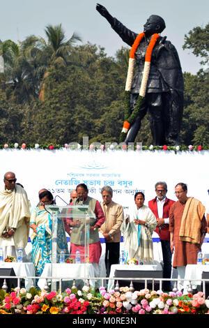 Kolkata, India. 23rd Jan, 2018. West Bengal Chief Minister Mamata Benerjee(third from right) pays tribute to Netaji - Stock Photo