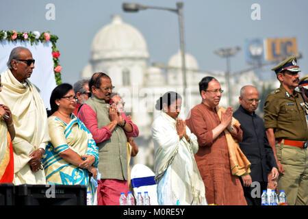 Kolkata, India. 23rd Jan, 2018. West Bengal Chief Minister Mamata Benerjee (middle) pays tribute to Netaji Subhas - Stock Photo