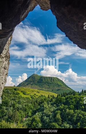 France,Puy de Dome,the Regional Natural Park of the Volcanoes of Auvergne,Chaine des Puys,Orcines,view of the Puy - Stock Photo