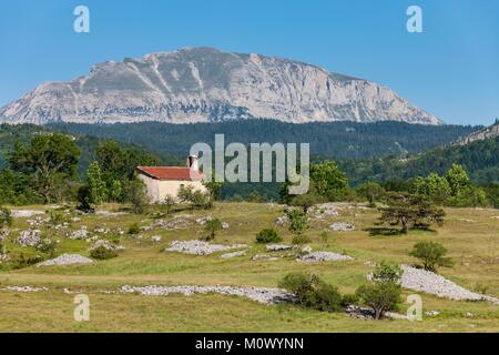 France,Drome,Vassieux en Vercors,the chapel of la Mure and in the background the Grand Veymont - Stock Photo