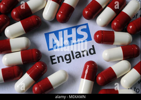 NHS ENGLAND LITERATURE WITH DRUG CAPSULES RE THE HEALTH SERVICE PATIENTS DOCTORS MEDICINE ETC UK - Stock Photo