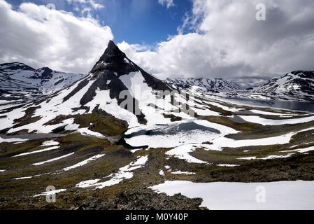 Norway,Oppland,Vaga,Jotunheimen National Park,Kyrkja (2032m),one of the most iconic mountain in Norway - Stock Photo
