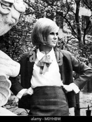 DUSTY SPRINGFIELD (1939-1999) Promotional photo of English singer in 1968 - Stock Photo