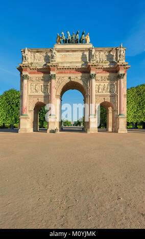 Arc de Triomphe du Carrousel, a monument situated between Louvre Museum and grounds of Tuileries Gardens. Front - Stock Photo