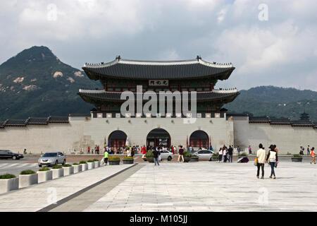 South Korea: Main gate of Gyeongbokgung Palace in Seoul   usage worldwide - Stock Photo