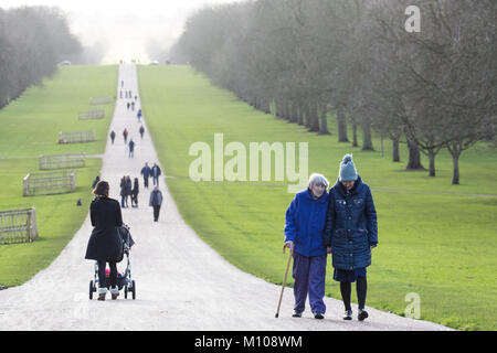 Windsor, UK. 25th January, 2018. Tourists and local residents enjoy the sunshine on the Long Walk in Windsor Great - Stock Photo