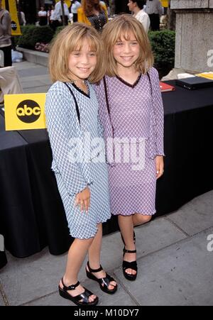 Ashley Olsen and Mary Kate Olsen. The Olsen Twins make a ...