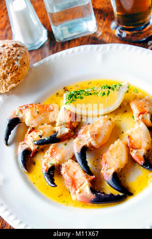 Crab claws sauteéd in garlic butter with lemon wedges, O'Dowd's Seafood Bar and Restaurant, Roundstone, Connemara, - Stock Photo