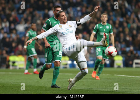 MADRID, SPAIN. January 24, 2018 - Sergio Ramos looking for the ball. Real Madrid pushed right to the end but were - Stock Photo