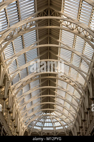 Looking up at huge metal structure of Victorian ceiling, Grand Gallery, National Museum of Scotland, Chambers Street, - Stock Photo