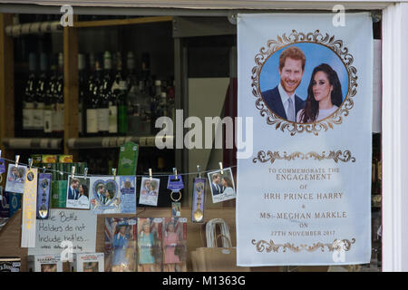 Windsor, UK. 25th January, 2018. Souvenirs featuring the image of Prince Harry and Meghan Markle in the window of - Stock Photo