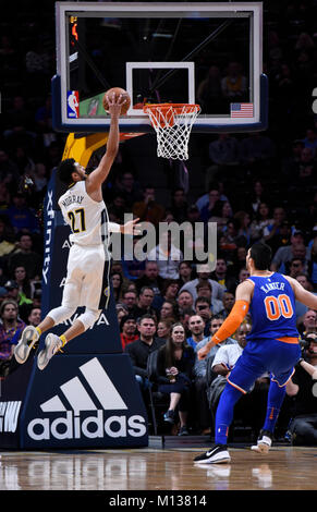 Denver, USA. 25th Jan, 2018. Denver Nuggets guard Jamal Murray (L) flies in for the basket, as New York Knicks center - Stock Photo