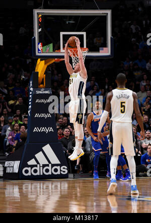 Denver, USA. 25th Jan, 2018. Denver Nuggets center Mason Plumlee (C) goes in for the reverse dunk during the first - Stock Photo