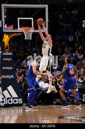 Denver, USA. 25th Jan, 2018. Denver Nuggets center Mason Plumlee (C), goes in for the basket against New York Knicks - Stock Photo