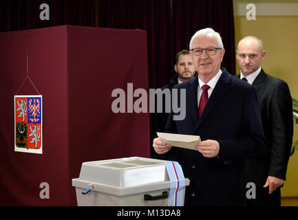 Prague, Czech Republic. 26th Jan, 2018. Academic Jiri Drahos (centre), presidential candidate comes to vote during - Stock Photo