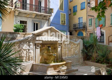 France, Var, Provence Verte, Barjols, fountaine and memorial of the Place Victor Hugo - Stock Photo