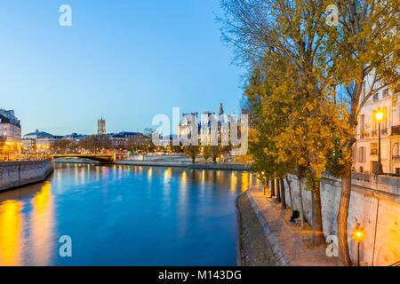 France, Paris, area listed as World Heritage by UNESCO, the City Hall, on the left the Ile de la Cite and on the - Stock Photo