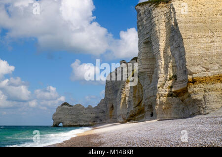 White chalk rocks and natural arch on the beach of the Normandy coastal resort of  Etratet, Normandy, Northern France. - Stock Photo
