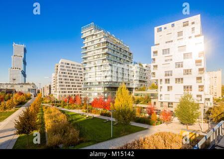 France, Paris, Quartier des Batignoles, Martin Luther King Park in the autumn, redeveloped on former SNCF property