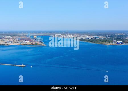 France, Bouches du Rhone, Gulf of Fos sur Mer, Fos sur Mer (aerial view)