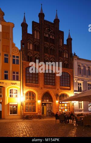 Historical Wulflamhouse on Old Market at dusk, Stralsund, Mecklenburg-Vorpommern, Germany, Europe  I Alter Markt - Stock Photo