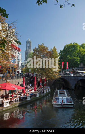 The Netherlands, Utrecht, Outdoor cafes at canal called Oude Gracht. Background the Dom Tower, the tallest church - Stock Photo