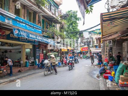 Hanoi,Vietnam - November 6,2017 : Local daily life of the street in Hanoi, Vietnam. Street vendors selling various - Stock Photo