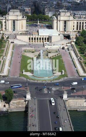 View of Palais de Chaillot (Chaillot Palace) and Jardins du Trocadero (Gardens of the Trocadero) with part of Pont - Stock Photo