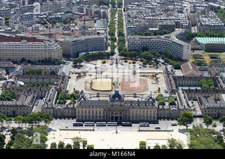 View of The Ecole Militaire (Paris Military School) complex and the UNESCO Headquarters or Maison de l'UNESCO building - Stock Photo