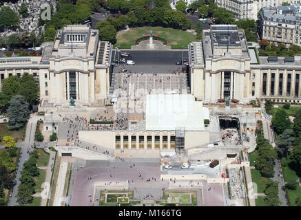 View of Palais de Chaillot (Chaillot Palace) and Rue Benjamin Franklin / Avenue du President Wilson streets behind - Stock Photo