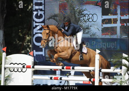 Guadalajara, Jalisco, Mexico. 27th January, 2018.CSI 4*, Longines World Cup, Patricio Pasquel (MEX) riding Babel. - Stock Photo