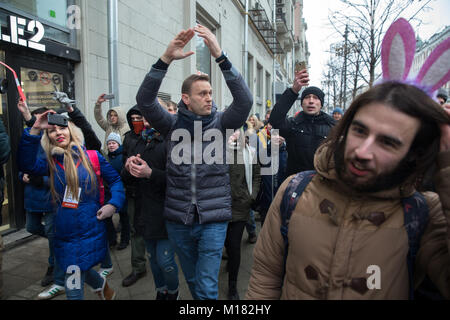 Moscow, Russia. 28th January, 2018. Russian opposition leader Alexei Navalny, centre, with his supporters as he - Stock Photo